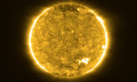 """Solar Orbiter révèle des images inédites du Soleil et ses """"feux de camp"""""""