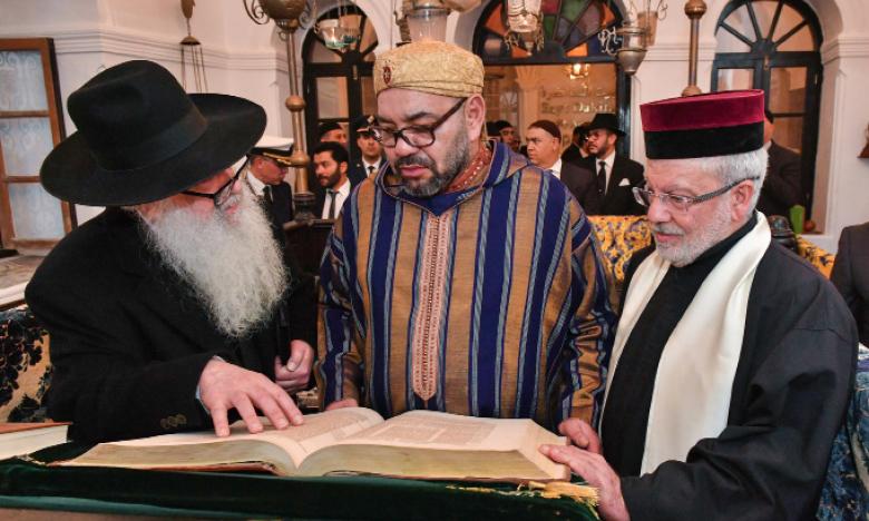 S.M. le Roi Mohammed VI visite «Bayt Dakira», espace de préservation de la mémoire judéo-marocaine à Essaouira.
