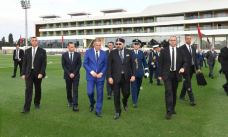 S.M. le Roi inaugure le Complexe Mohammed VI de Football à Salé.