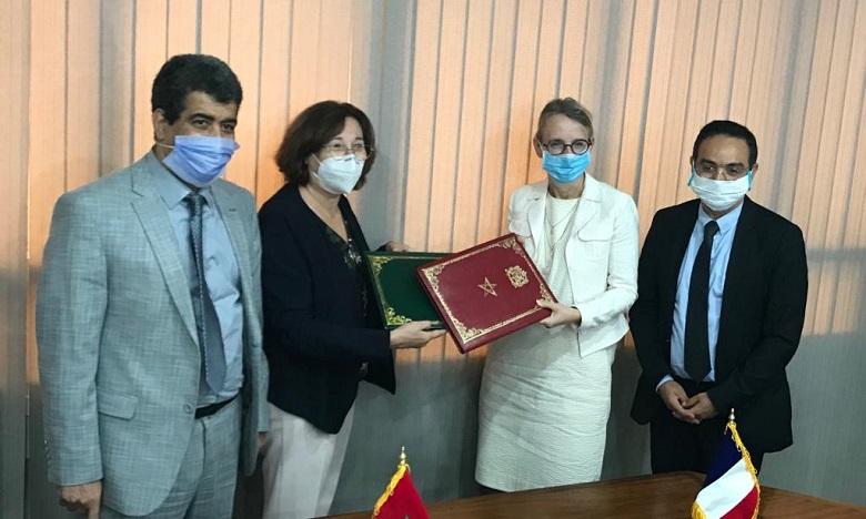 L'accord de prêt a été signé en présence de Madame Hélène Le Gal, Ambassadrice de France au Maroc. Ph. DR