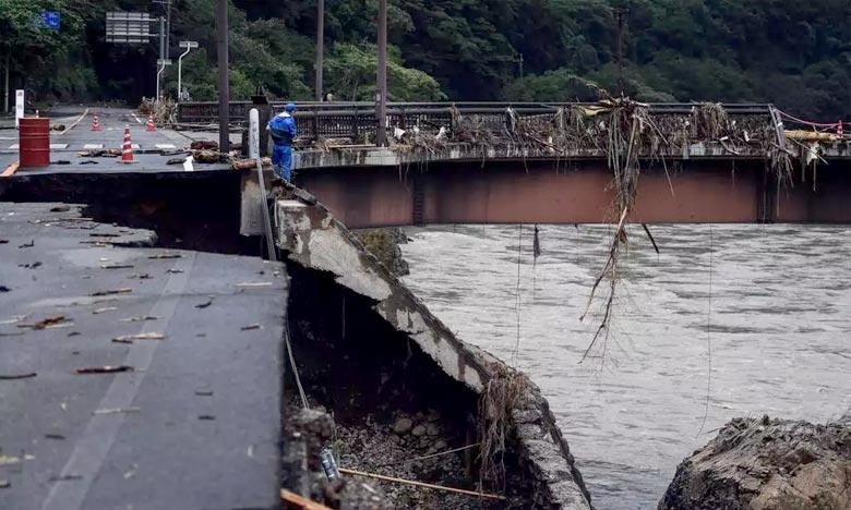L'agence japonaise chargée des situations d'urgence révèle que plus de 3.000 habitations étaient ainsi coupées du monde, soit par la montée des eaux soit par des glissements de terrainPh : AFP