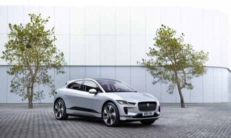 L'adoption globale des véhicules électriques s'accélère