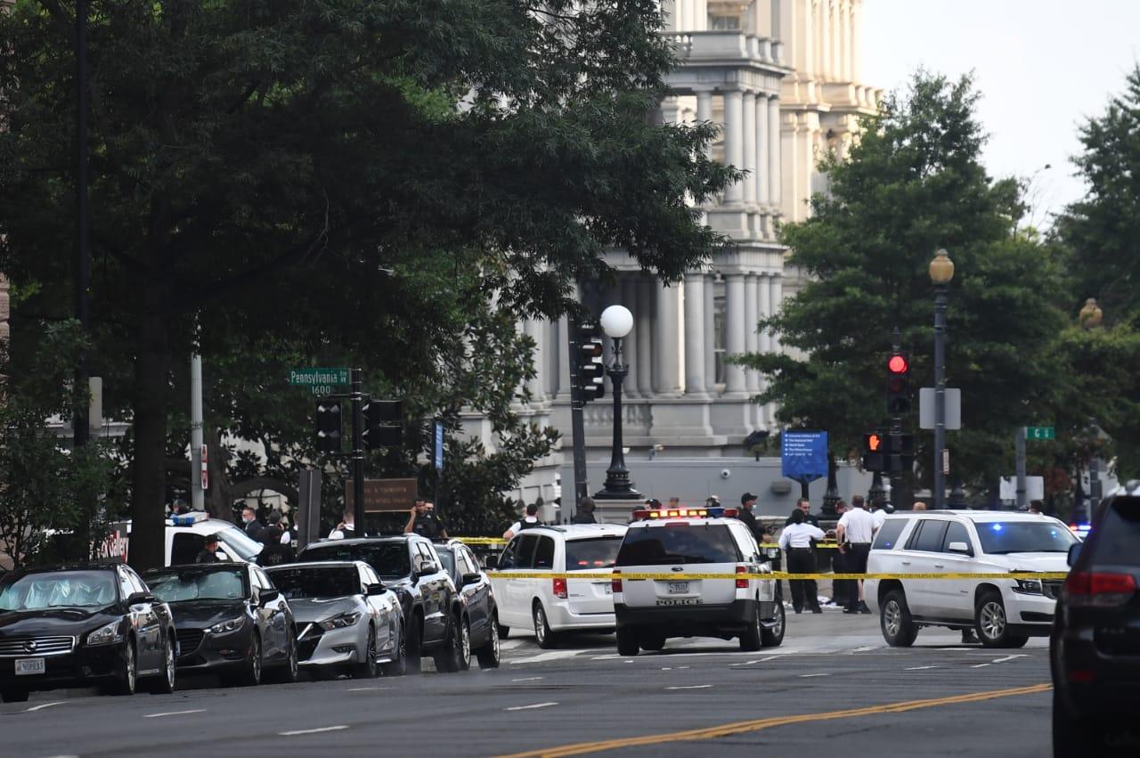 La police de la Maison Blanche blesse un suspect, Trump interrompt son point presse