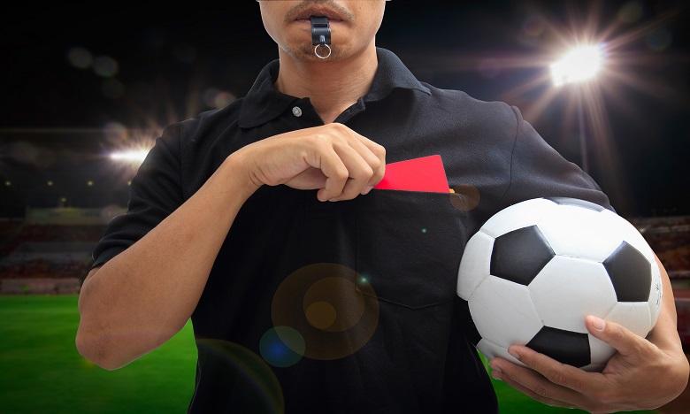Football: tousser de façon délibérée sera passible d'une expulsion