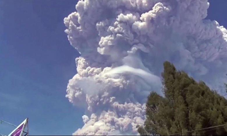 Un nuage impressionnant s'est élevé dans le ciel indonésien, après que le mont Sinabung, situé sur l'île de Sumatra, est entré en éruption. Ph : DR