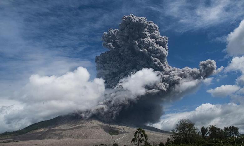 Les autorités ont émis une alerte pour les avions circulant près du volcan. Ph: DR.