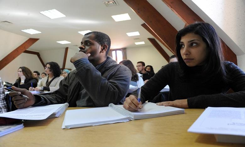 Al Akhawayn consacre 30 bourses aux enfants du personnel de première ligne