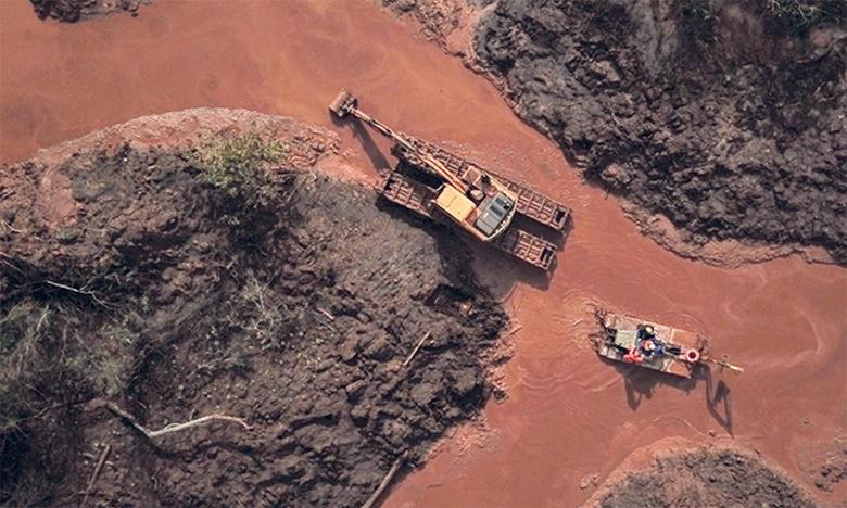 Les chercheurs du World Mine Tailings Failures prévoient 14 ruptures de barrages graves au cours de cette décennie comme celle de Brumadinho au Brésil, qui avait provoqué la mort de 250 personnes début 2019.   Ph. AFP