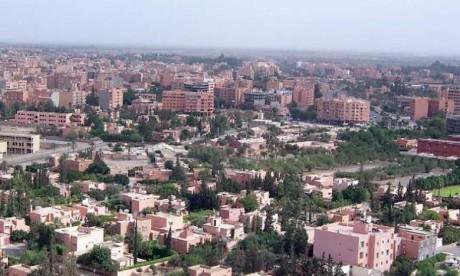 Benguérir : La campagne de nettoyage et d'embellissement des avenues et des rues de la ville se poursuit