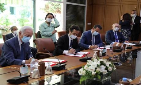 CVE: Signature du «Pacte pour la relance économique et l'emploi» et du contrat-programme pour la relance du tourisme