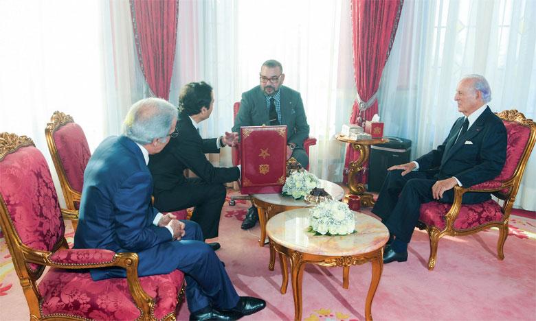 Sa Majesté le Roi Mohammed VI recevant en audience le ministre de l'Economie, des finances et de la réforme de l'administration, M. Mohamed Benchaâboun, le wali de Bank Al-Maghrib, M. Abdelatif Jouahri, et le président du Groupement professionnel des banques du Maroc (GPBM), M. Othman Benjelloun, au cours de laquelle M. Benchaâboun a remis au Souverain  des documents relatifs au «Programme intégré d'appui et de financement des entreprises».