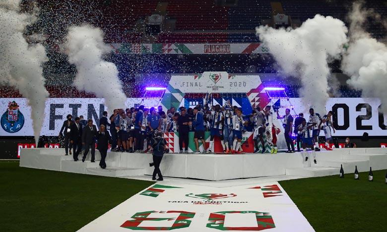 Disputée à huis clos pour cause de pandémie de coronavirus, l'international congolais Chancel Mbemba s'est offert un doublé en seconde période de cette dixième finale entre les deux meilleurs clubs portugais. Ph : AFP