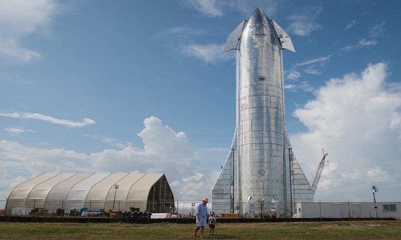 Le prototype de Starship est, à ce stade, très grossier: c'est un grand cylindre métallique, construit en quelques semaines par les équipes de SpaceX. Ph : AFP