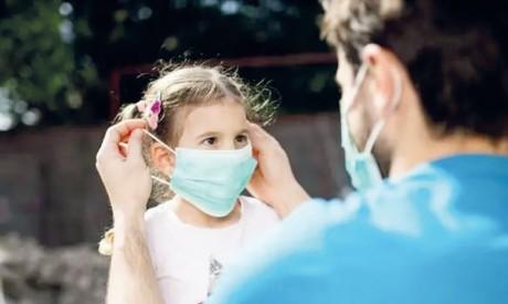 L'OMS recommande le port  du masque dès 12 ans
