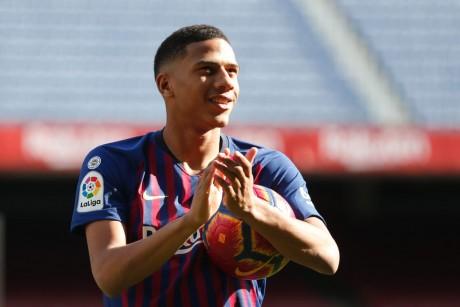 """FC Barcelone: Todibo testé positif au Covid-19 mais """"pas en contact avec l'équipe"""""""