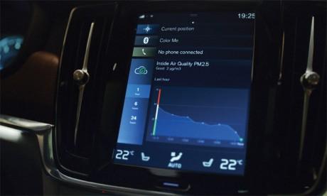 Les conducteurs des modèles Volvo équipés du Advanced Air Cleaner peuvent utiliser l'application smartphone Volvo On Call pour planifier un nettoyage supplémentaire de l'air de leur habitacle avant leur trajet.