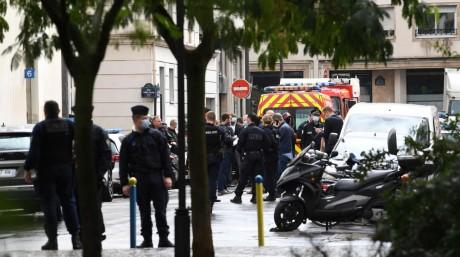 France: attaque près des anciens locaux de Charlie Hebdo
