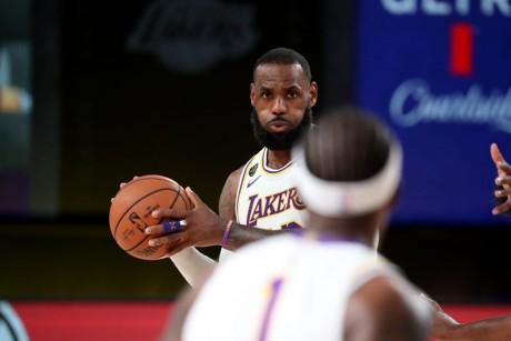 NBA: LeBron James envoie les Lakers en finale