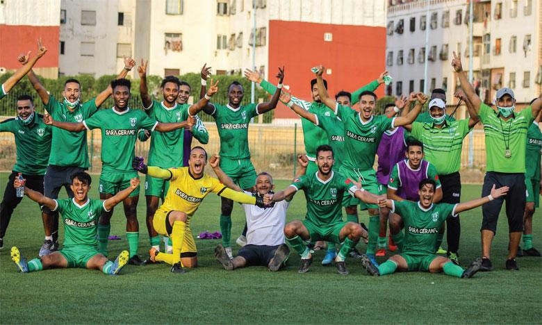 La joie des joueurs et du staff du KAC de Kénitra, mardi, après la victoire face au TAS (2-0).