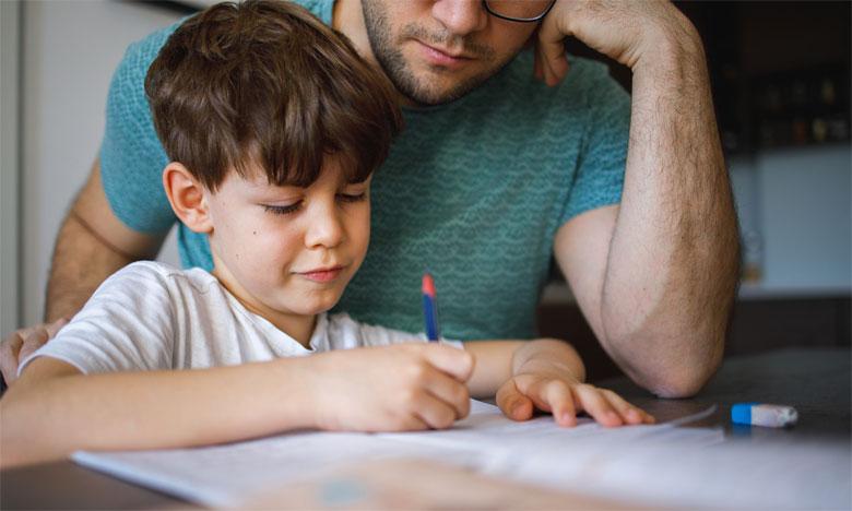 De plus en plus de parents optent pour le homescooling, qui veut dire littéralement l'école à la maison. Une expérience renforcée par les conditions sanitaires actuelles.                      Ph. Shutterstock