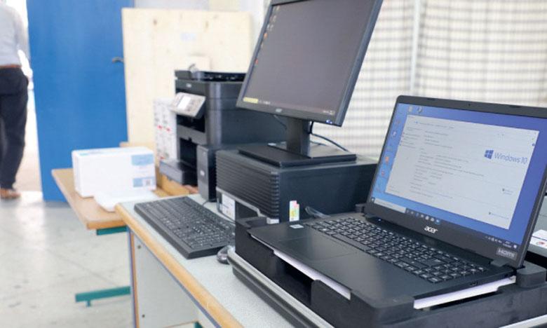 Compact II : 34 établissements scolaires équipés en matériel informatique