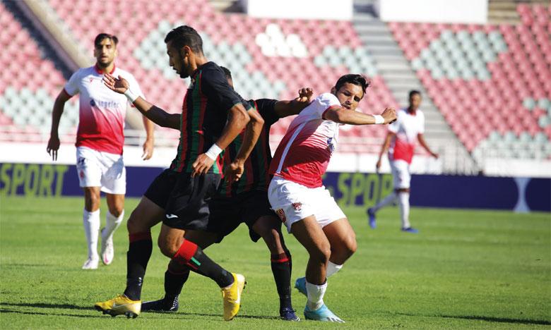 Le Wydad (rouge et blanc), qui a congédié son entraîneur Juan Carlos Garrido il y a quatre jours, est condamné au succès face à la lanterne rouge, le Raja de Béni Mellal, pour éviter une véritable crise.