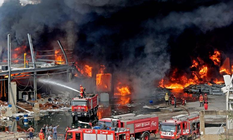 Selon l'armée libanaise, l'incendie a touché un entrepôt du port où étaient stockés de l'huile mais aussi des pneus. Ph :  AFP
