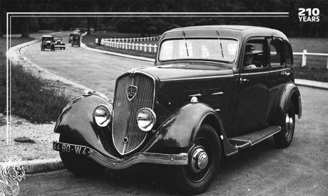 Depuis plus de deux siècles, Peugeot est passée de la révolution de la mode au XIXe siècle, à celle de la mobilité, avec les cycles et les automobiles.