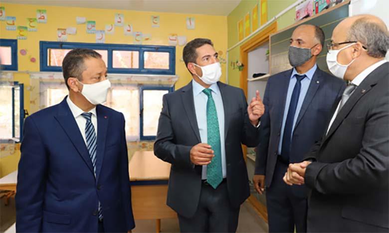 Saaïd Amzazi prend connaissance des mesures mises en œuvre pour la rentrée scolaire