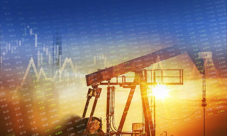 Le baril de pétrole à 44 dollars en moyenne en 2021