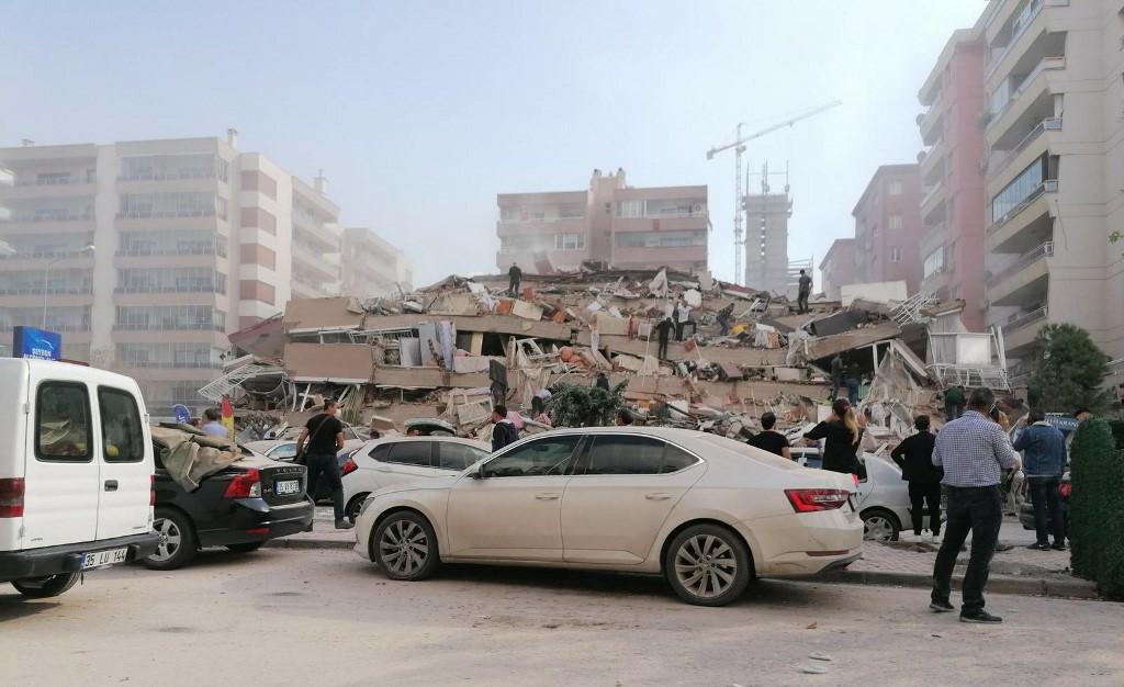 Puissant séisme de magnitude 7 à l'ouest de la Turquie, mini-tsunami en Grèce