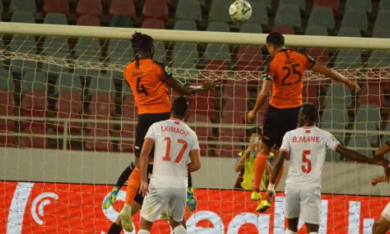 La Renaissance de Berkane (en orange) tentera de décrocher son premier titre continental après son échec l'an dernier face au Zamalek.