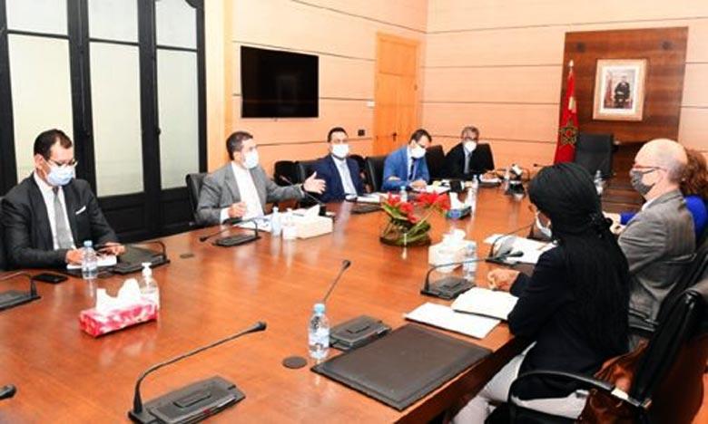 Amzazi s'entretient avec  Hentschel,  directeur des opérations de la  BM