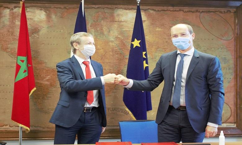Crédit du Maroc et sa Fondation signent une convention de partenariat avec la CFCIM