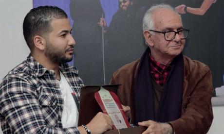 «Le courant expérimental dans le théâtre arabe moderne» de Abdelkrim Berrechid