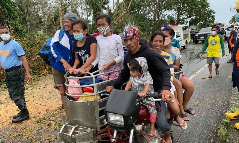 Le typhon Molave a frappé l'archipel, inondant des villages et des terres agricoles, entraînant la chute de lignes électriques et la destruction de centaines d'habitations. Ph : AFP