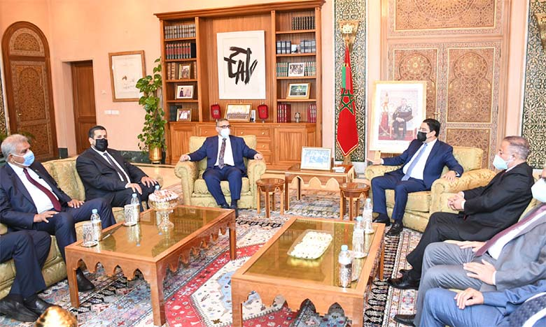 Nasser Bourita s'entretenant avec Khaled Al Mechri. Ph. Saouri