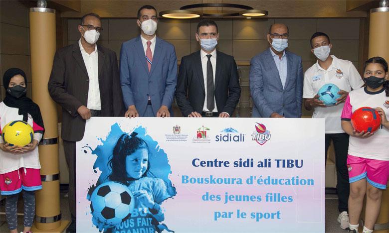 Les Eaux minérales d'Oulmès et l'ONG TIBU Maroc ont inauguré, à Ouled Saleh-Bouskoura, le premier centre d'émancipation des jeunes filles adolescentes par le football.