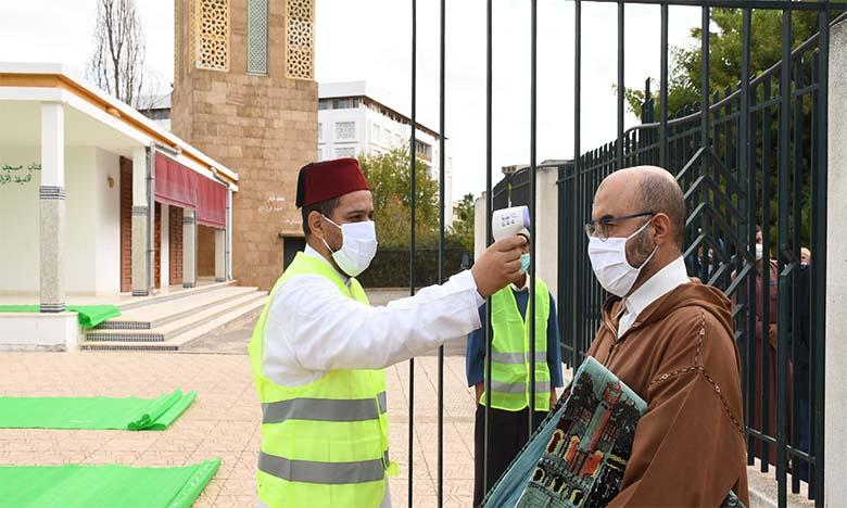 La prière du vendredi accomplie dans 10.000 mosquées  du Royaume dans le respect des mesures sanitaires