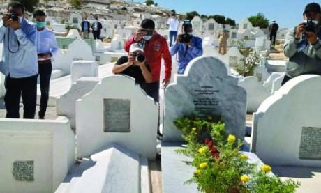 Installation d'une stèle commémorative sur sa tombe  enfin identifiée et réhabilitée
