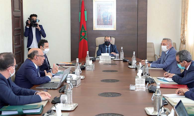 Saâd Eddine El Othmani présidant la première réunion de la commission interministérielle pour la simplification des procédures administratives.