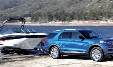 Le nouveau SUV hybride rechargeable Ford Explorer PHEV est capable de remorquer jusqu'à 2.500 kg, dispose d'une autonomie de 42 km en conduite 100% électrique et affiche une consommation de 3,1l/100 km.