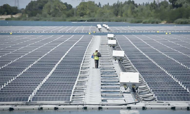 Un facteur majeur plaide en faveur de l'énergie solaire : la baisse continue des prix.Ph. AFP