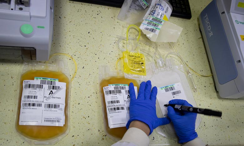 Selon certaines études, la transfusion de plasma contenant des anticorps s'est révélé efficace pour traiter le virus Ebola ou le SRAS, qui est de la même famille que le nouveau coronavirus. Ph :  AFP