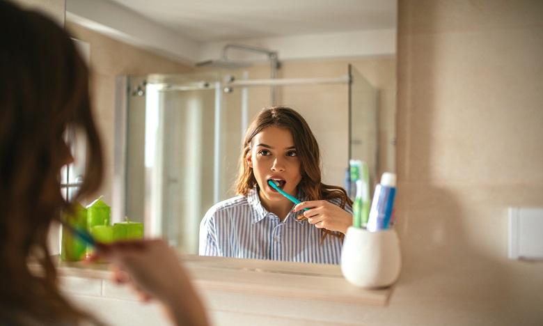 Covid-19: Le dentifrice et les bains de bouche neutraliseraient 99,9 % du virus selon une étude de Colgate