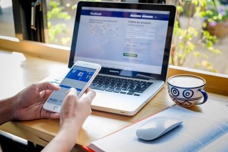 Apple se brouille avec Facebook sur le pistage des utilisateurs à des fins publicitaires