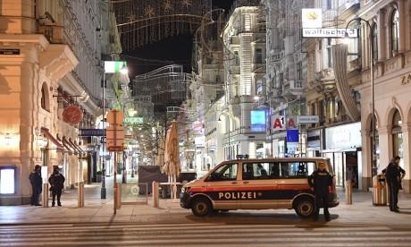 """Fusillade toujours en cours à Vienne, """"une attaque terroriste"""", selon un ministre"""