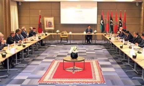 Le Haut Conseil d'État et la Chambre des représentants libyens tiennent une séance de consultations à Bouznika en prélude au dialogue politique prévu en Tunisie