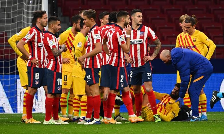 Gerard Piqué a été victime d'une  entorse du genou droit et a dû quitter le terrain à la 60e minute. Ph :  AFP