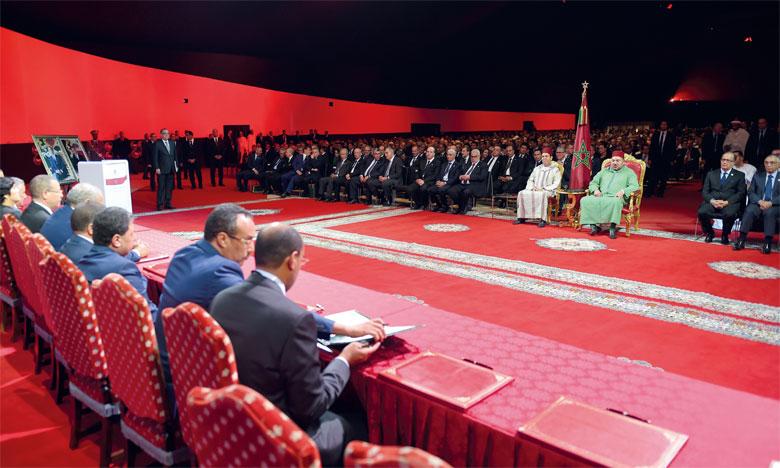 S.M. le Roi présidant le lancement de la stratégie de mise en œuvre du nouveau modèle de développement des provinces du Sud.